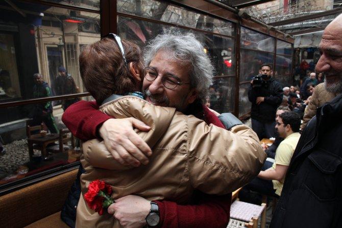 Özgürlüklerinin ikinci gününde Cumartesi Anneleri'ne ziyaret