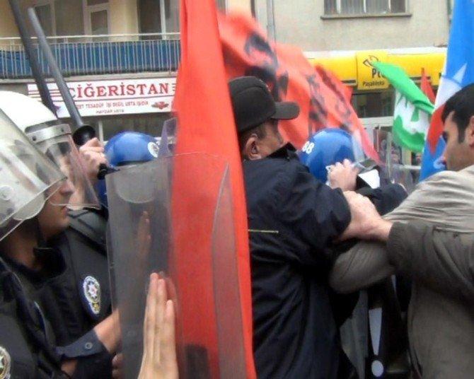 Polis İzinsiz Yürüyüşe Müdahale Etti