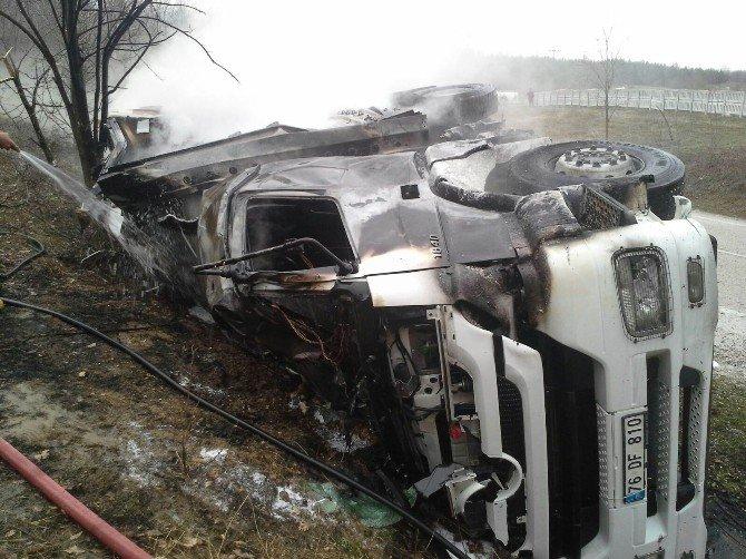Samsun'da Trafik Kazası: 2 Kişi Yanarak Öldü