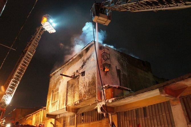 Sultangazi'de korkutan işyeri yangını