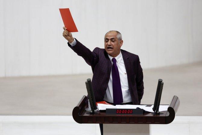 TBMM kürsüsünden Cumhurbaşkanlığı bütçesine kırmızı kart gösterildi