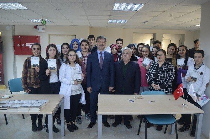Eğitimci Yazar Çapkıner İlk Kitabı 'Antika Daktilo'yu Tanıttı
