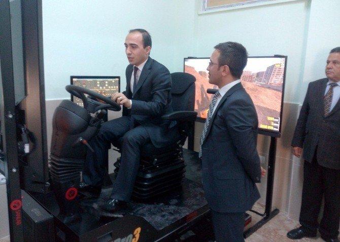 Ulukışla'da Simülatörlü İş Makinesi Operatörlüğü Kursu Başladı