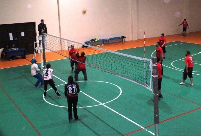 Ulukışla'da Kaymakamlık Voleybol Turnuvaları Başladı