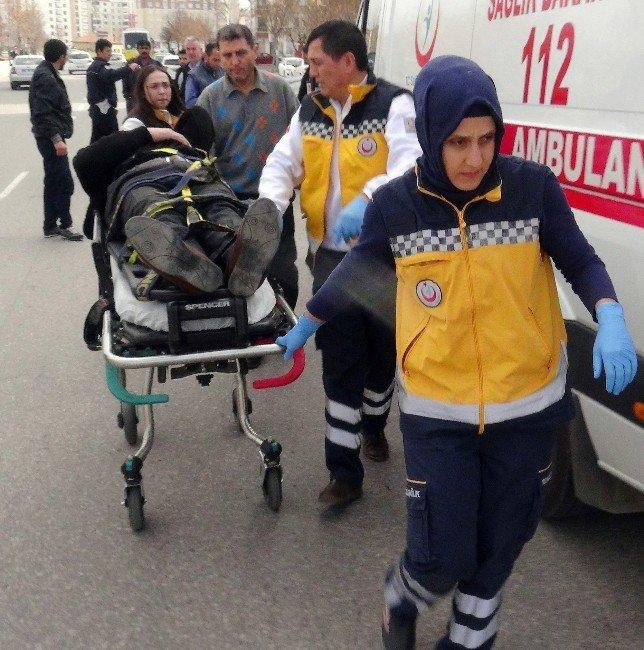 Aksaray'da Otomobiller Çarpıştı: İki Yaralı