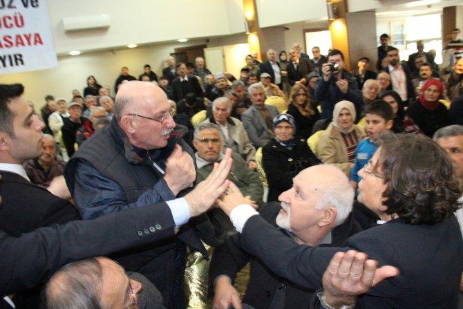 Perinçek 'CHP, HDP, AKP aynı' deyince salondaki CHP'li tepki gösterdi