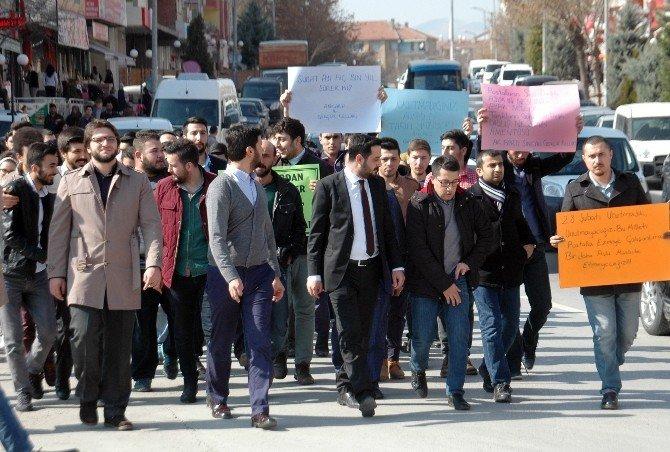 Tankların Yürütüldüğü Caddede 28 Şubat Yürüyüşü