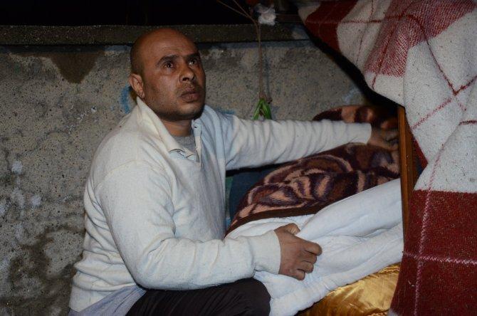 Vali Kılıçlar, 3 yıldır tabut büyüklüğündeki barakada kalan Iraklıya sahip çıktı