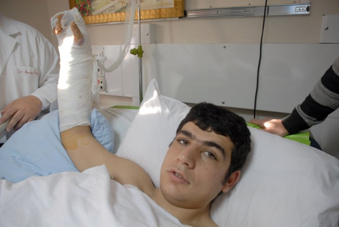Gencin kopan kolu 7 saatlik ameliyatla kurtarıldı