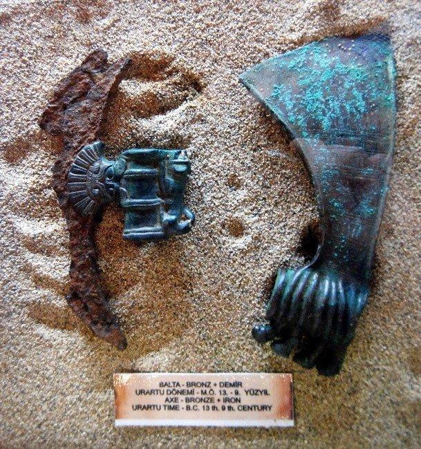 3 Bin Yıllık Demir Balta