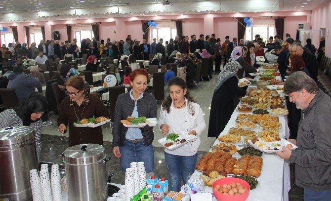 Bozkurt'u Güzelleştirme Derneği İhtiyaç Sahipleri İçin Kahvaltı Düzenledi