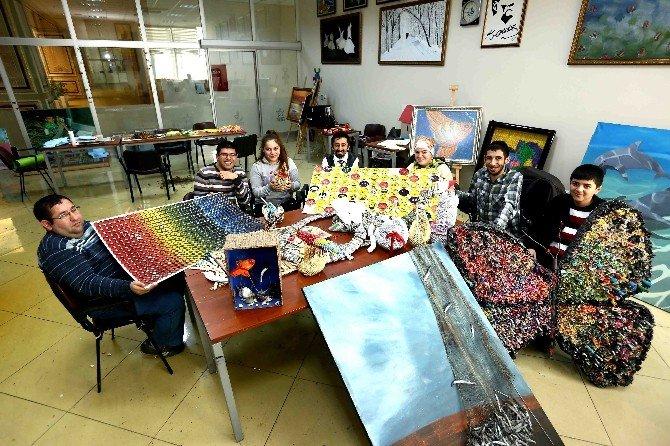 Engelliler Atıklardan 3 Boyutlu Tablo Ve Süs Eşyası Yapıyor