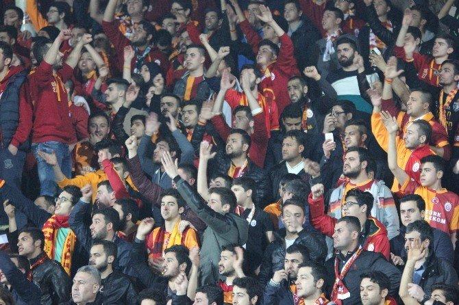Galatasaray Taraftarı Mustafa Denizli'yi İstifaya Çağırdı