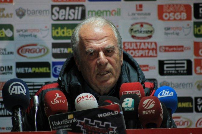 Mustafa Denizli: Eğer kariyerim bir yara alacaksa Galatasaray için değer