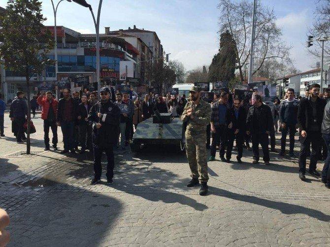 28 Şubat'a Tanklı Ve Maskeli Protesto