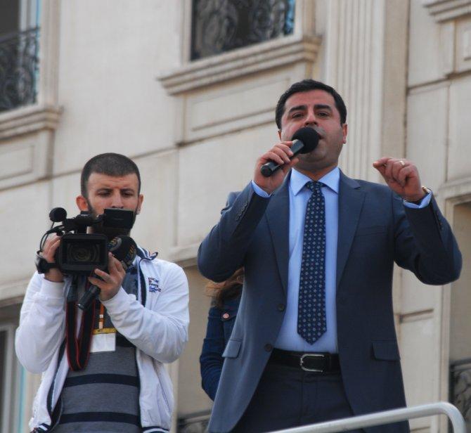 Demirtaş: Ey Davutoğlu sen artık siyasi bir mevtasın, siyasetin başlamadan bitti