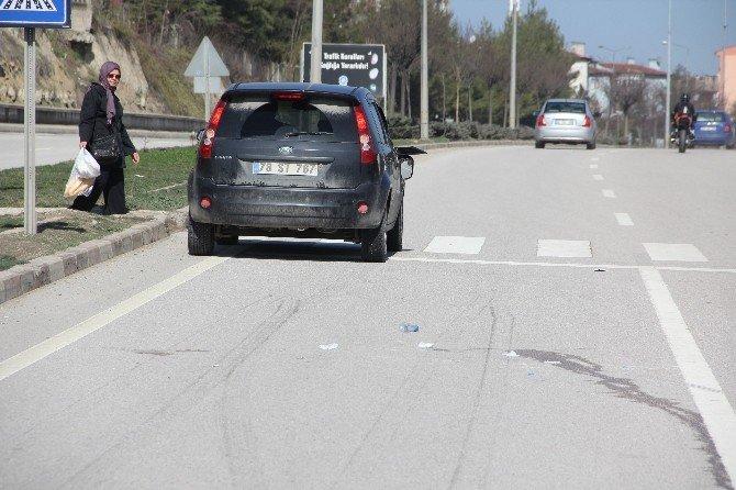 Yolun Karşısına Geçmek İsteyen Öğrenciye Otomobil Çarptı
