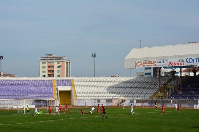 Taraftar Gebzespor - Edirnespor maçını bilet yerine kitap vererek izledi