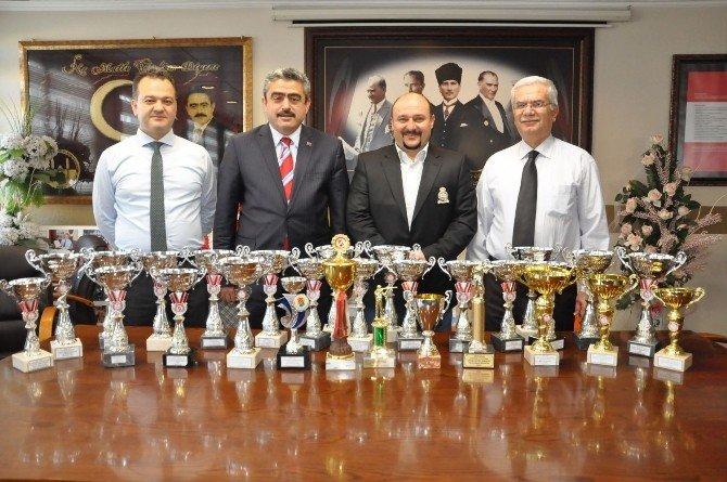 Ateşli Silahlar Trap Yarışmacısı Ödüllerini Balkan Alıcık'a Teslim Etti
