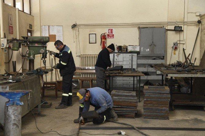 Fabrika Gibi Çalışıyorlar