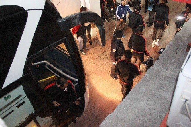 Gaziantepspor Ve Galatasaray Stadyuma Geldi