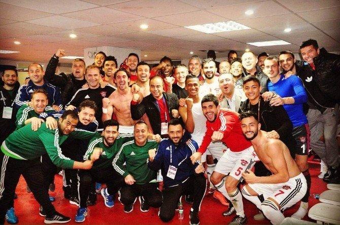 Gaziantepsporlu Oyunculardan Selfili Galibiyet Kutlaması