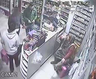 Market Çalışanı Gibi Müşterilere Yardımcı Olup, Hırsızlık Yaptı