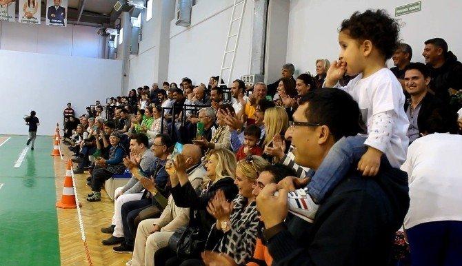 Foça'da Basketbol Coşkusu