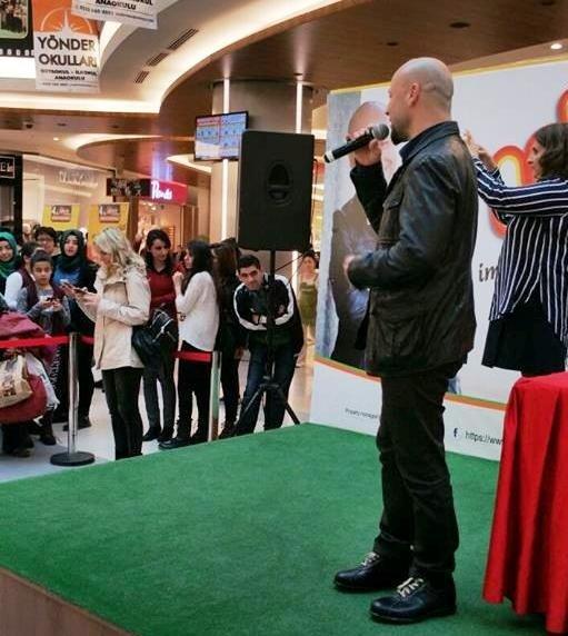 Ünlü Yazar Kahraman Tazeoğlu, Malatya'da Hayranlarıyla Buluştu