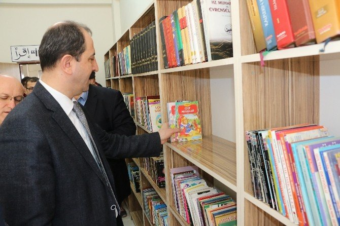 AK Parti'li Gençlerden Okullara Kütüphane