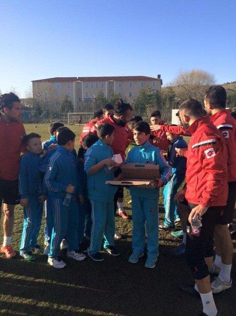 Çözüm Koleji Öğrencilerinden Yozgatspor'a Ziyaret
