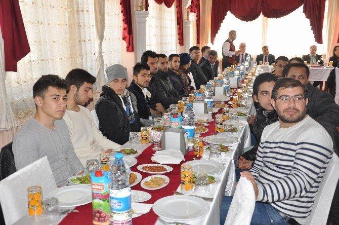 CÜ Rektörü Kocacık, Suriyeli Öğrencilerle Buluştu