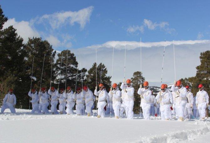 Ne kar ne sis, Mehmetçik engel tanımıyor