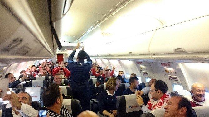 ETO'o Uçakta Üçlü Çektirdi