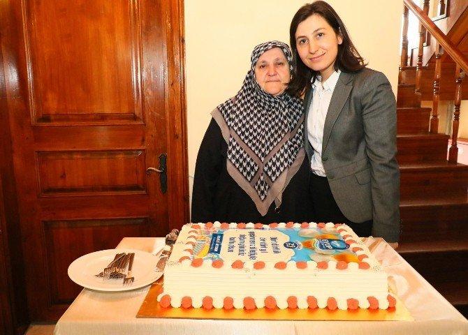 29 Şubat Doğumlular Yaş Günü Pastalarını Birlikte Kesti