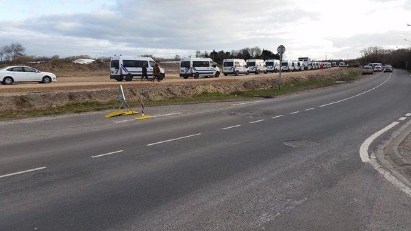 Fransa'daki göçmen kampı polis zoruyla boşaltılıyor