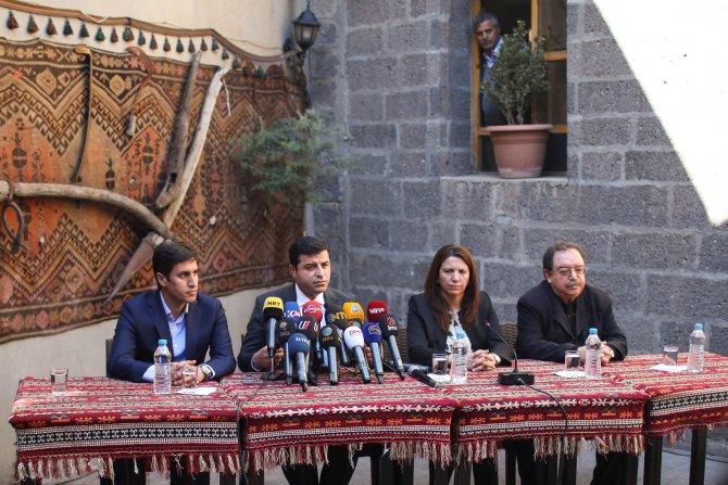 HDP Lideri Demirtaş oturma eylemi başlattı, yürüyüş çağrısında bulundu