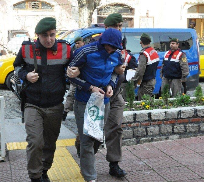 Jandarmadan Kaçan Hırsız Otların Arasında Bulundu