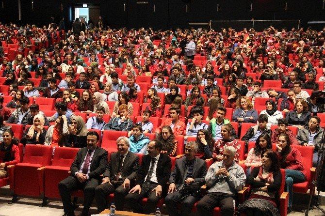 Bin 300 Öğrenci Yazarlar İle Buluştu