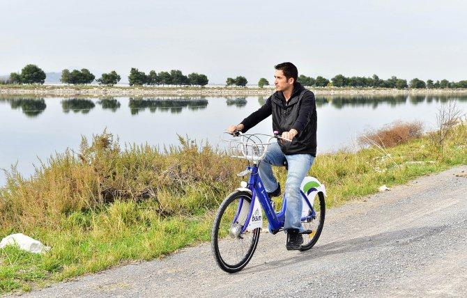 İzmir'de iki yılda 610 bin kişi bisiklete bindi