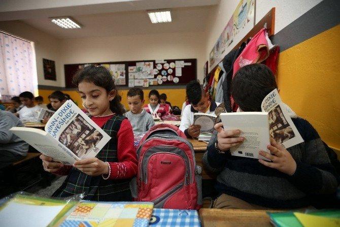 Konak Belediyesinden Öğrencilere Ücretsiz Kitap