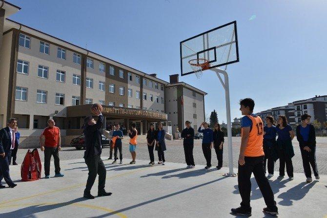 Başkan Böcek, Babasının Adını Taşıyan Okulu Ziyaret Etti