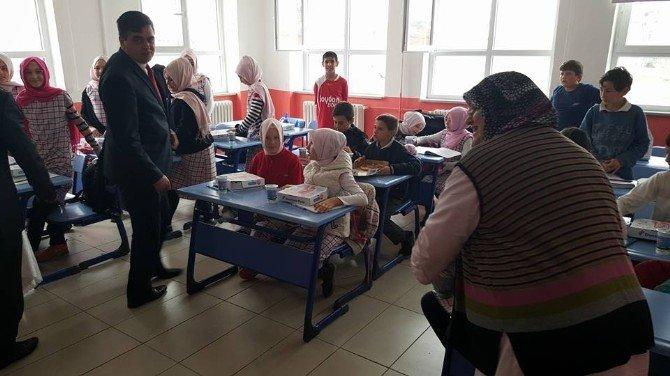 Pazaryeri Belediyesinden Öğrencilere Pizza Ve Ayran İkramı
