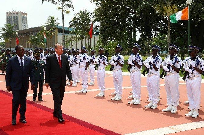 Erdoğan Fildişi Sahili Devlet Başkanı Tarafından Resmi Törenle Karşılandı