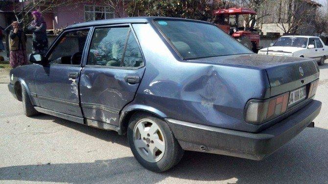 Polis Kaçan Sürücüyü Otomobiline Çarparak Durdurdu