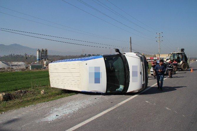 Ters Şeride Giren Minibüse Tır Çarptı: 1 Yaralı