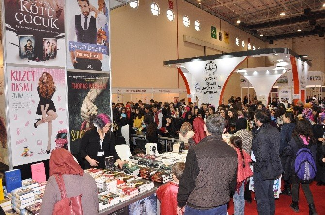 Karadeniz Kitap Fuar'ını 110 Bin Kişi Ziyaret Etti