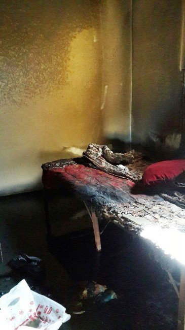 Yangına Uykusunda Yakalandı, Yanarak Yaralandı