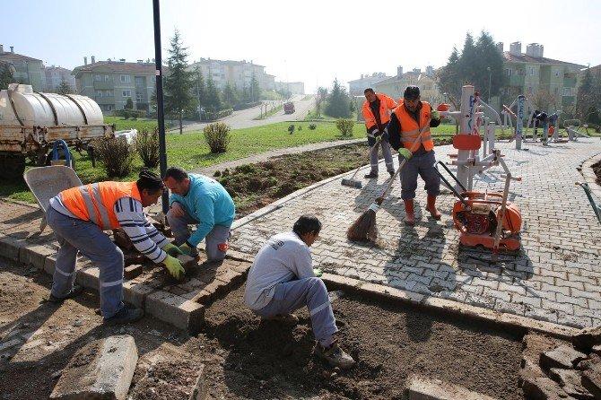 Yenikent'te Parklar Tamamen Yenileniyor