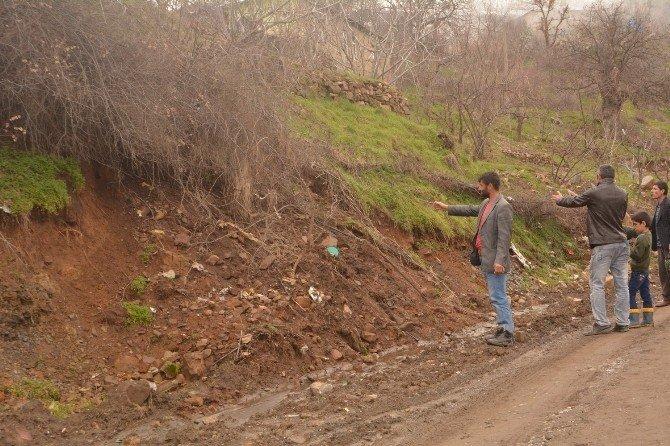Toprak Kayması 8 Nüfuslu Taş Ailesini Korkuttu